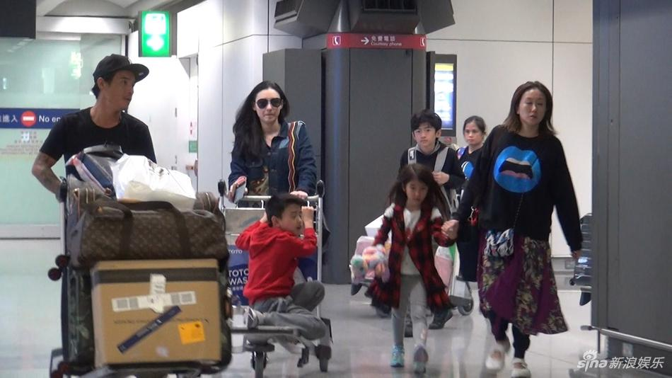 Rộ tin Tạ Đình Phong chia tay Vương Phi, quay lại với vợ cũ sau khi biết Trương Bá Chi sinh con thứ 3-3
