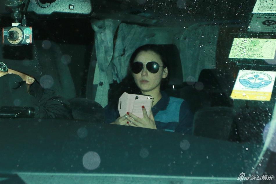 Rộ tin Tạ Đình Phong chia tay Vương Phi, quay lại với vợ cũ sau khi biết Trương Bá Chi sinh con thứ 3-6