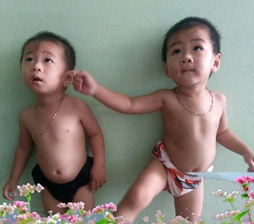 Bất ngờ ngoại hình giống như hai giọt nước của 2 bé trai - con cặp anh em song sinh lấy chị em sinh đôi ở Cà Mau-6