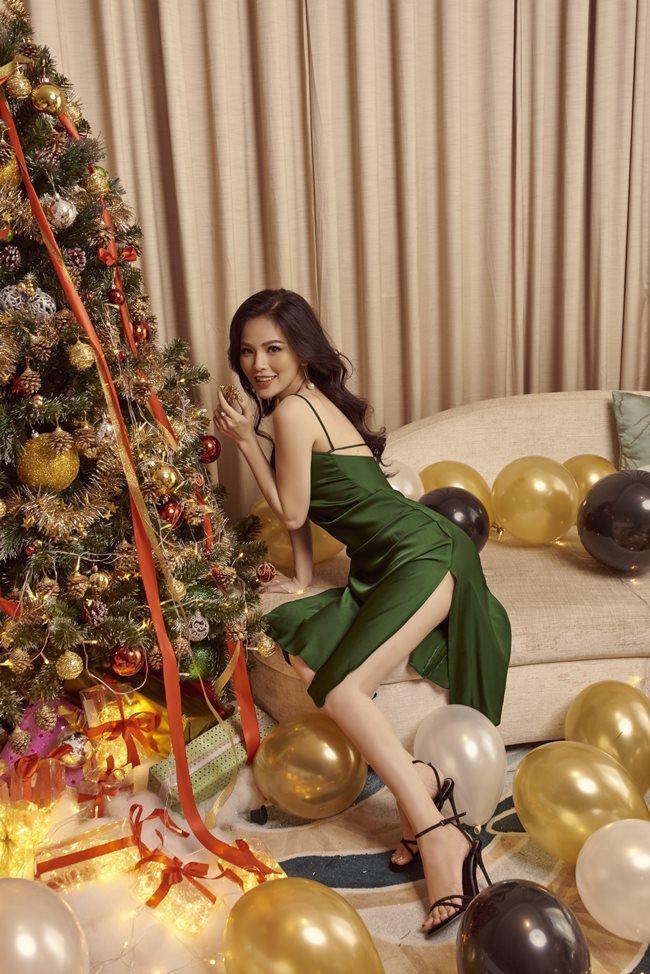 Thánh nữ Phi Huyền Trang vừa tái xuất sau bạo bệnh đã sexy nhất Noel 2018-1