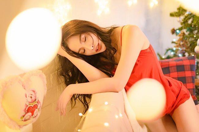 Thánh nữ Phi Huyền Trang vừa tái xuất sau bạo bệnh đã sexy nhất Noel 2018-10