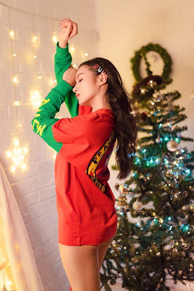 Thánh nữ Phi Huyền Trang vừa tái xuất sau bạo bệnh đã sexy nhất Noel 2018-12