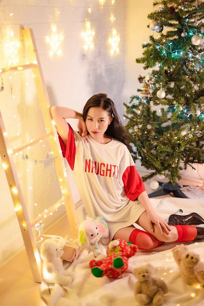 Thánh nữ Phi Huyền Trang vừa tái xuất sau bạo bệnh đã sexy nhất Noel 2018-17