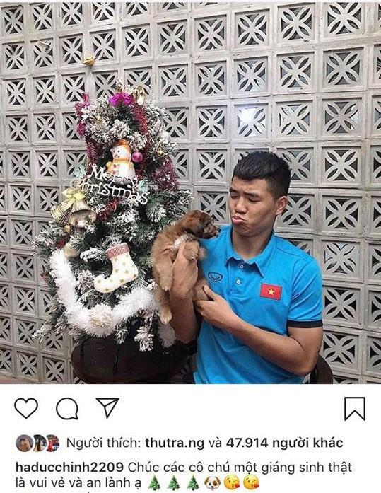 Giáng sinh muôn màu của các cầu thủ: Lâm Tây đẹp trai nhất hội, Đức Chinh lại vui vẻ cùng bạn mới-6