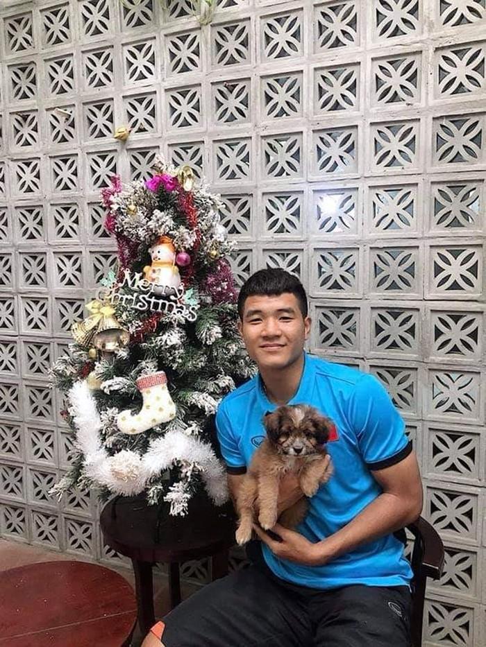Giáng sinh muôn màu của các cầu thủ: Lâm Tây đẹp trai nhất hội, Đức Chinh lại vui vẻ cùng bạn mới-5