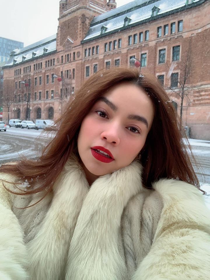 Kim Lý khóa môi Hồ Ngọc Hà tình bể bình chúc Giáng sinh an lành-1