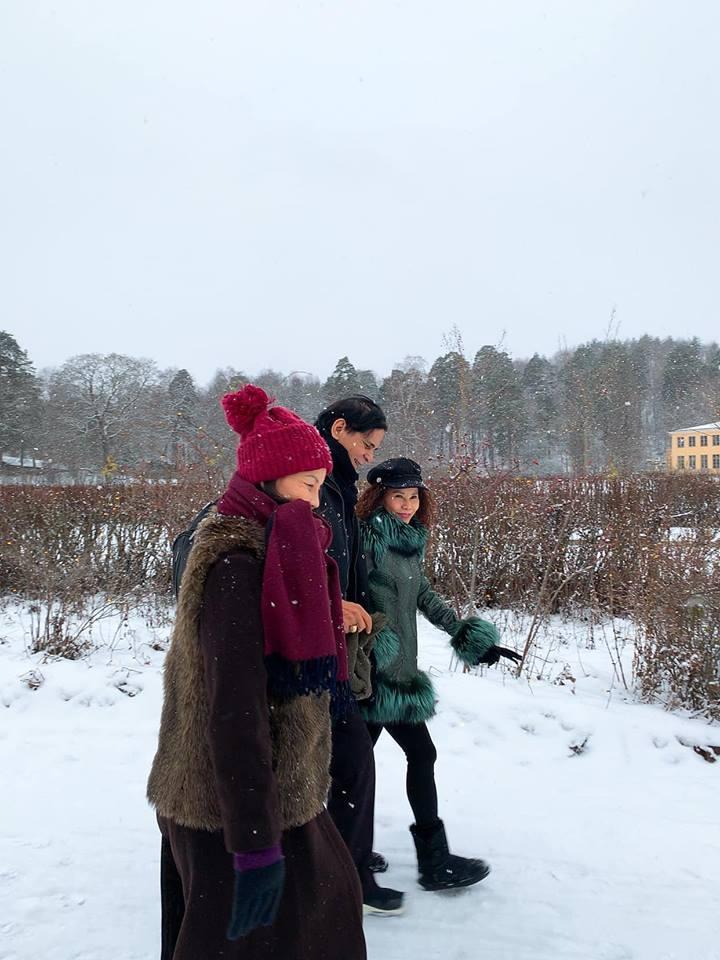 Kim Lý khóa môi Hồ Ngọc Hà tình bể bình chúc Giáng sinh an lành-2
