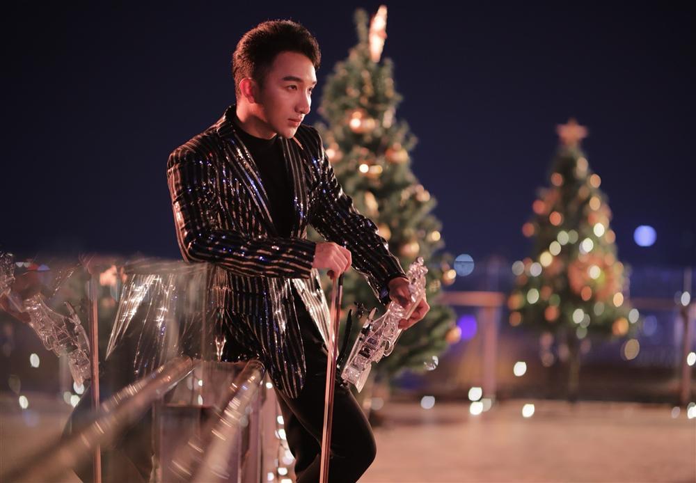 Hoàng Rob tiếp tục gây sốt với bản mashup đặc biệt ngày Giáng Sinh-2