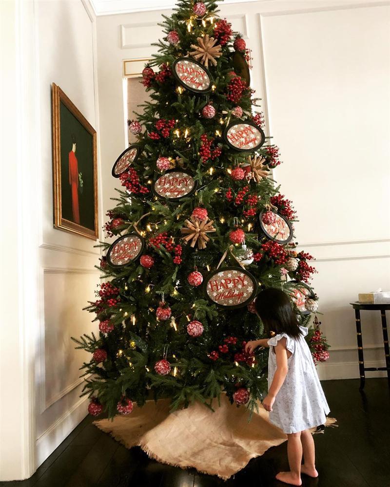Cũng là mừng Giáng sinh thôi mà đại gia đình nhà chồng Tăng Thanh Hà khiến ai cũng phải ngước nhìn-1