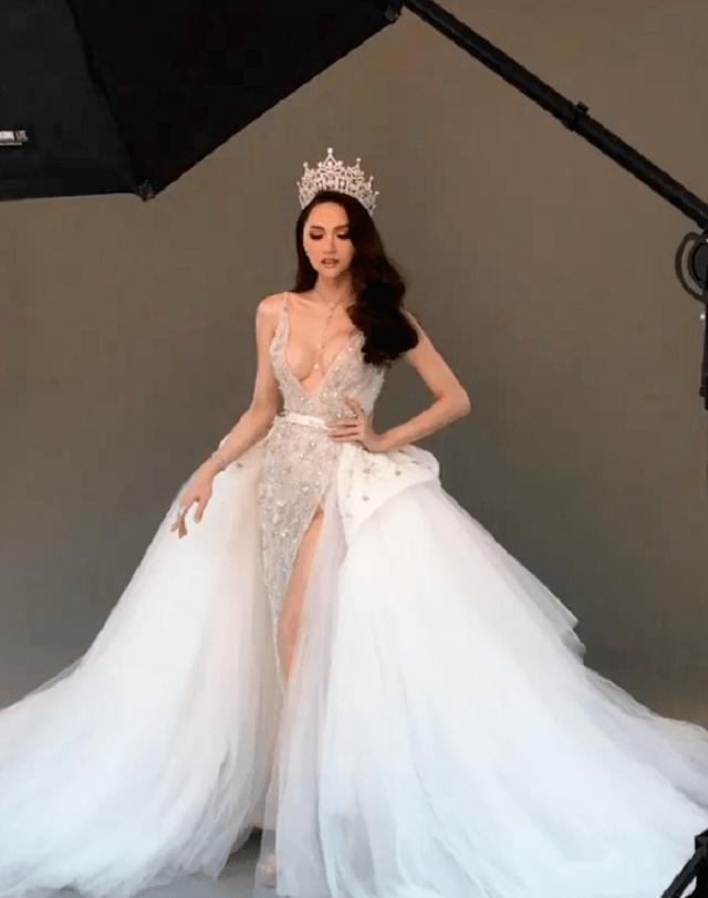 Trước khi hết nhiệm kì, Hoa hậu chuyển giới Hương Giang liên tục khiến ai nấy giật mình vì vòng 1 quá khác biệt-7