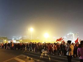 Hàng dài CĐV chờ vào sân xem tuyển Việt Nam gặp Triều Tiên