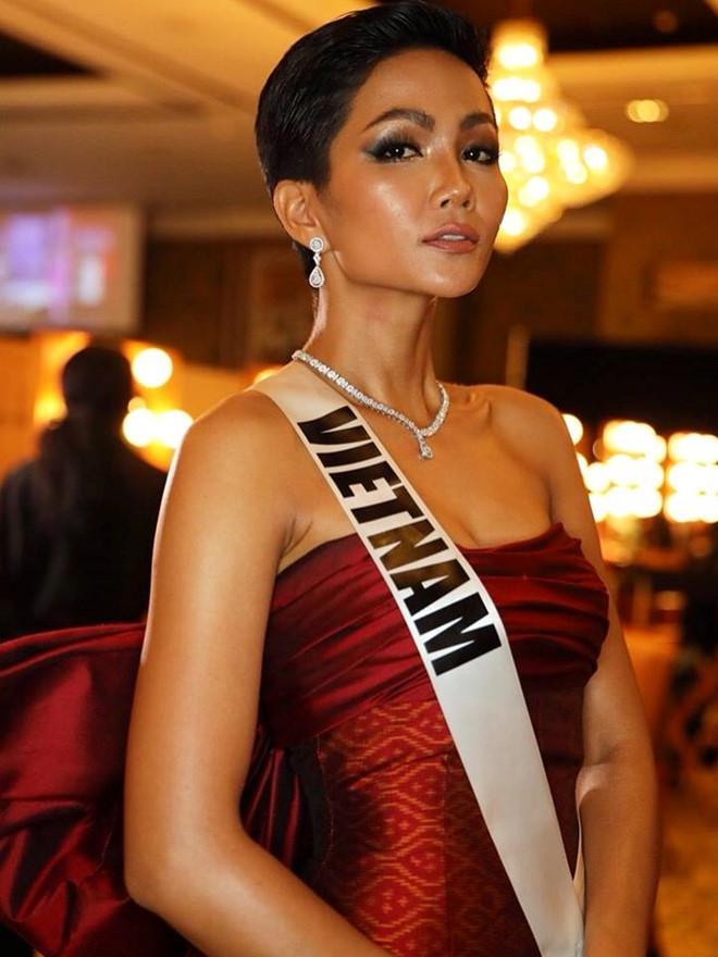 Vì sao HHen Niê hiếm khi tô son đỏ tại Hoa hậu Hoàn vũ 2018?-4