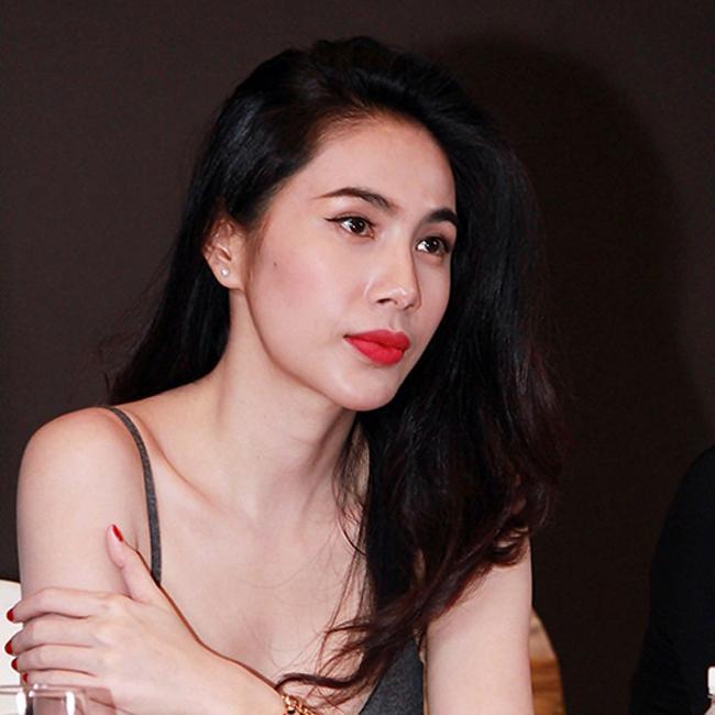 Loạt mỹ nhân Việt chẳng có họ hàng mà giống hệt chị em bởi đôi môi tều y chang từ một khuôn đúc-13