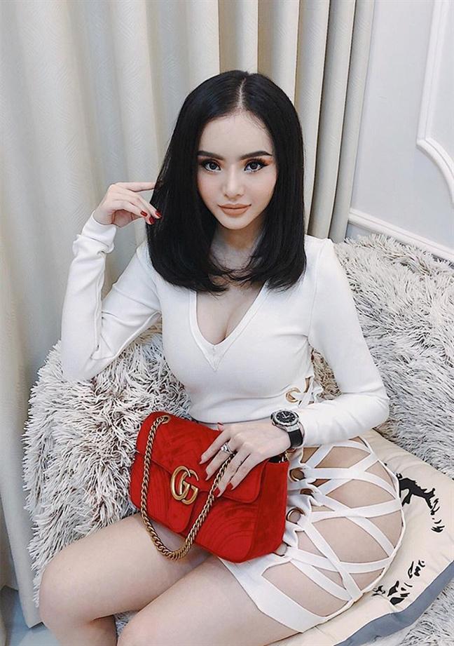 Loạt mỹ nhân Việt chẳng có họ hàng mà giống hệt chị em bởi đôi môi tều y chang từ một khuôn đúc-7