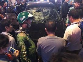 Xe điên đâm hai bà bầu trên đường Trần Duy Hưng, tài xế nói: Anh lo cho em!