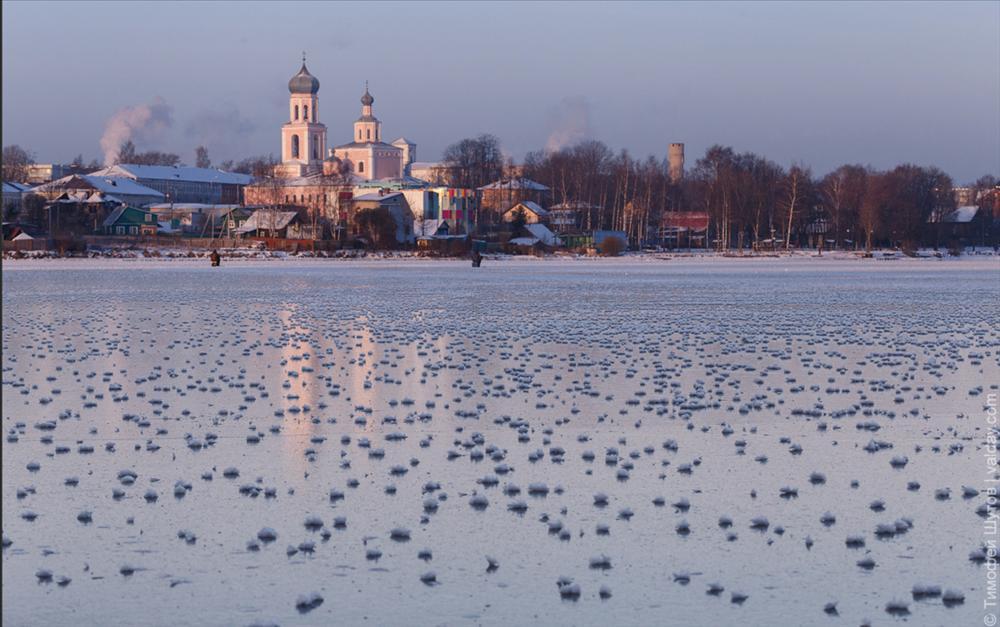 Hàng nghìn hoa băng hiếm gặp xuất hiện trên hồ nước ngọt-5