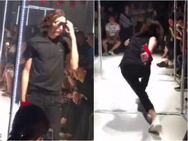 Màn ứng biến siêu đỉnh của người mẫu nam khi lỡ trượt chân trên sàn catwalk