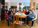 Đến Thụy Điển chào hỏi gia đình Kim Lý, mẹ Hồ Ngọc Hà tình cảm khoác tay 'bà thông gia'