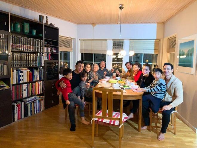 Đến Thụy Điển chào hỏi gia đình Kim Lý, mẹ Hồ Ngọc Hà tình cảm khoác tay bà thông gia-1