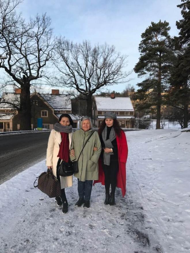 Đến Thụy Điển chào hỏi gia đình Kim Lý, mẹ Hồ Ngọc Hà tình cảm khoác tay bà thông gia-2
