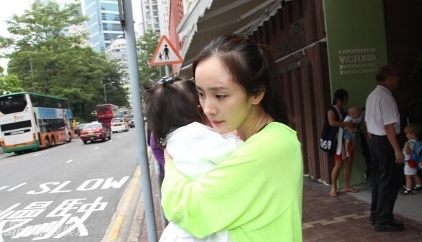 Dương Mịch bị chỉ trích nặng nề khi chỉ về thăm con gái đúng 37 ngày trong suốt 3 năm qua?-2