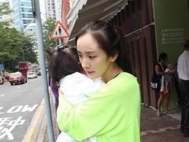 Dương Mịch bị chỉ trích nặng nề khi chỉ về thăm con gái đúng 37 ngày trong suốt 3 năm qua?