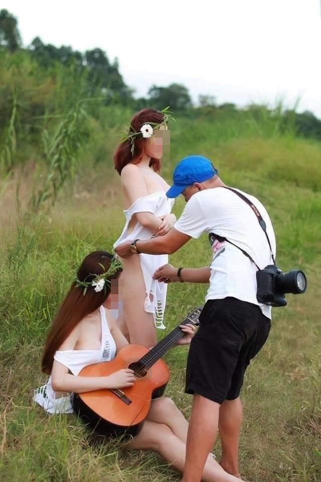 Hai gái xinh gây xôn xao với bộ ảnh mặc như không trong khi nam nhiếp ảnh gia tha hồ chỉnh sửa-5