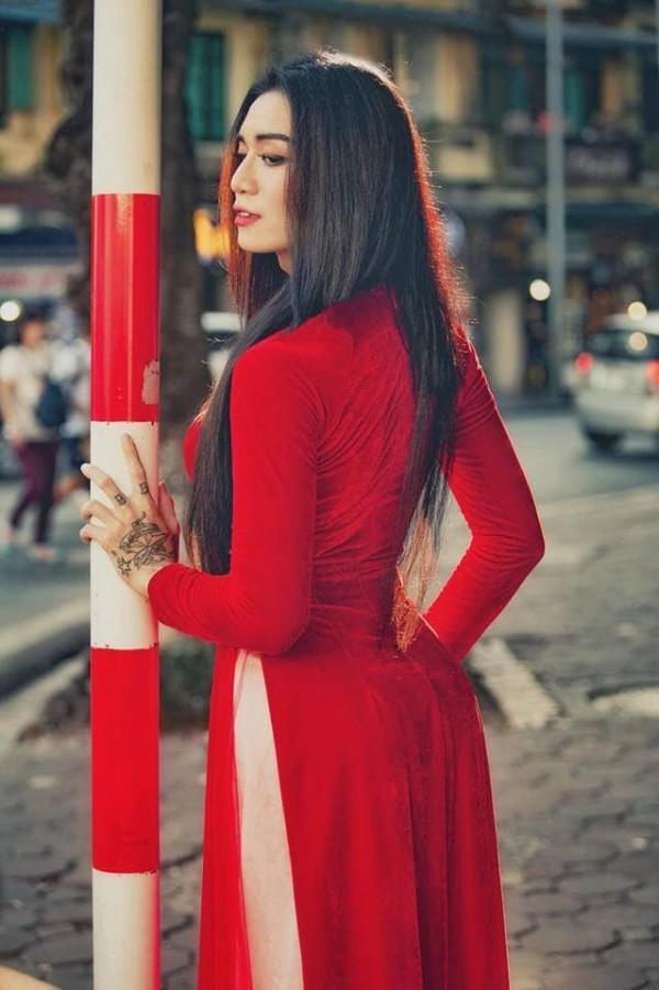Sửng sốt với màn giả gái xuất sắc của BB Trần qua bộ ảnh áo dài tuyệt đẹp giữa lòng Hà Nội-2
