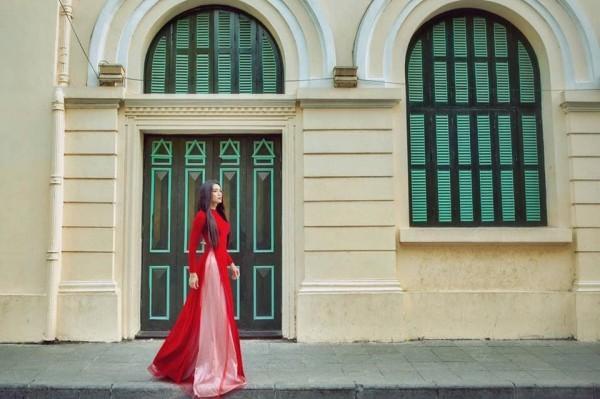 Sửng sốt với màn giả gái xuất sắc của BB Trần qua bộ ảnh áo dài tuyệt đẹp giữa lòng Hà Nội-3
