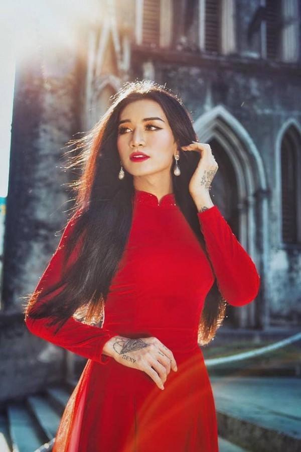 Sửng sốt với màn giả gái xuất sắc của BB Trần qua bộ ảnh áo dài tuyệt đẹp giữa lòng Hà Nội-4
