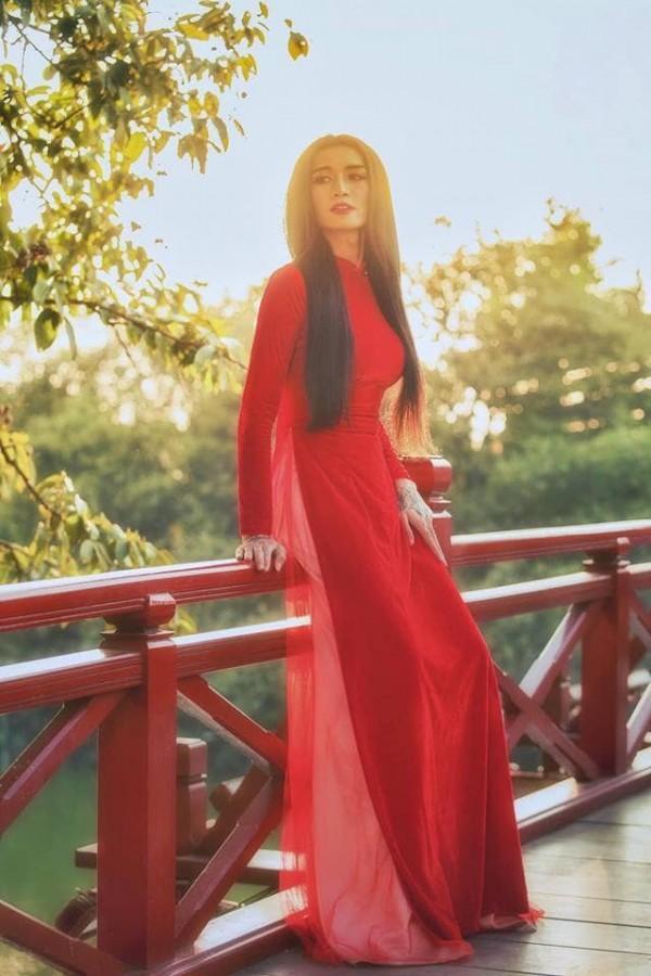 Sửng sốt với màn giả gái xuất sắc của BB Trần qua bộ ảnh áo dài tuyệt đẹp giữa lòng Hà Nội-6