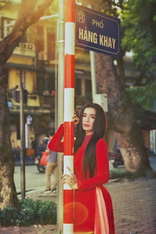 Sửng sốt với màn giả gái xuất sắc của BB Trần qua bộ ảnh áo dài tuyệt đẹp giữa lòng Hà Nội-7