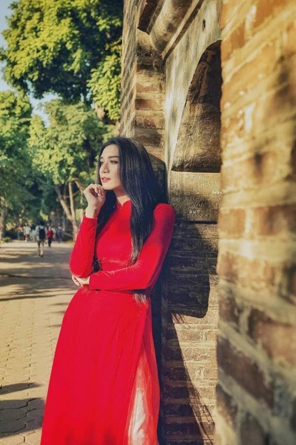 Sửng sốt với màn giả gái xuất sắc của BB Trần qua bộ ảnh áo dài tuyệt đẹp giữa lòng Hà Nội-8