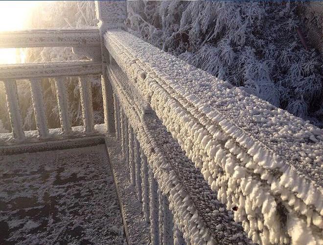 Đỉnh Fansipan đẹp ngỡ ngàng giữa trời tuyết trắng-5
