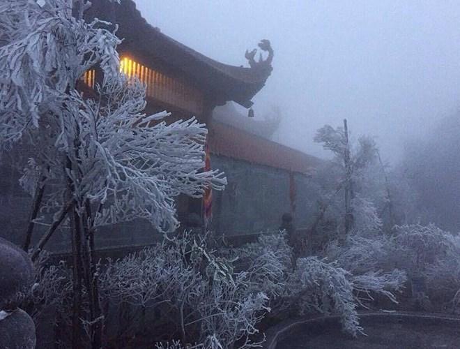 Đỉnh Fansipan đẹp ngỡ ngàng giữa trời tuyết trắng-8