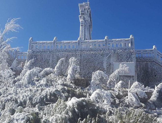Đỉnh Fansipan đẹp ngỡ ngàng giữa trời tuyết trắng-20