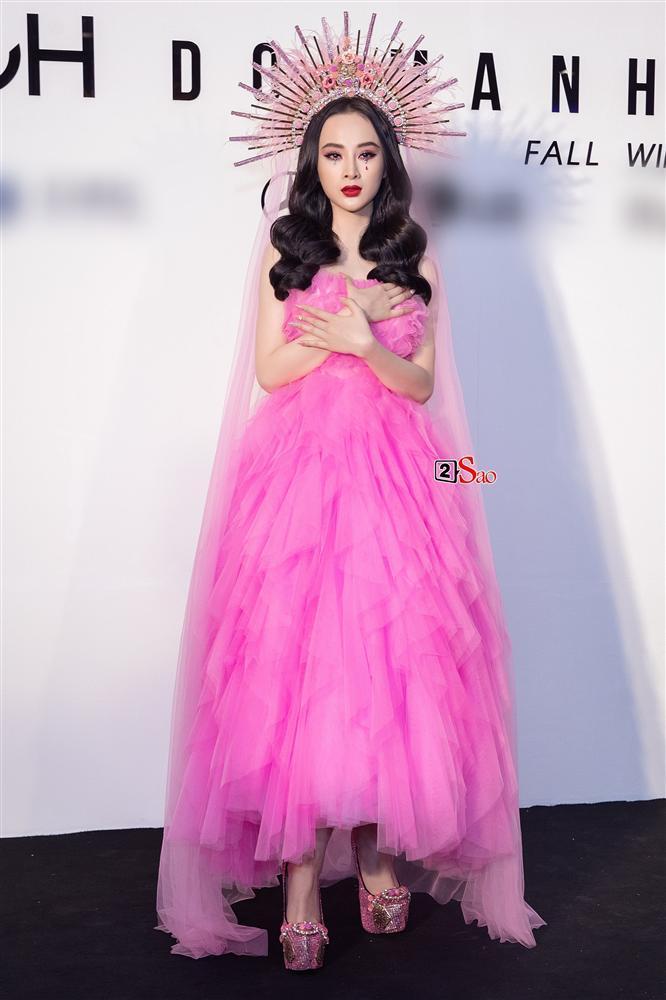 Angela Phương Trinh bị so sánh là bản fake của Lily Collins ở Met Gala 2018 và phản ứng thú vị của cộng đồng mạng-1