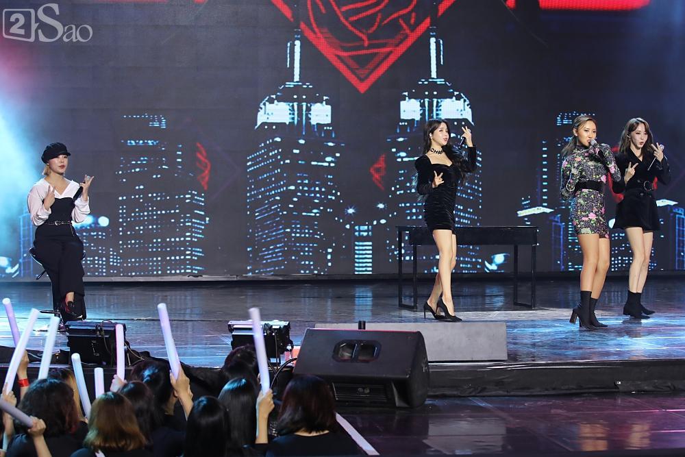 Jiyeon - Soobin song ca tình tứ, iKON hứa sẽ làm concert tại Việt Nam-9