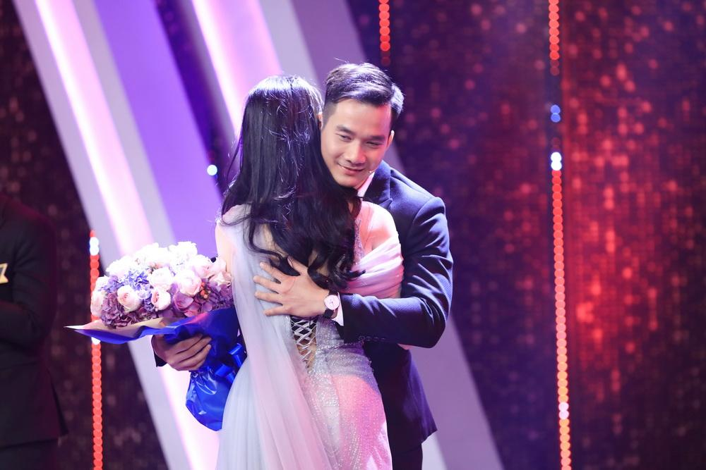 Trấn Thành - Hương Giang rơi nước mắt với hoàn cảnh bố mất, mẹ đi lấy chồng của chàng trai LGBT-3