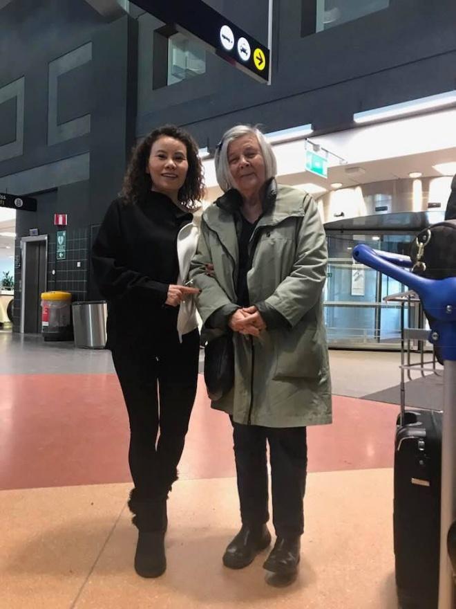 Sau cuộc gặp gỡ thông gia tại Thụy Điển, mẹ Hồ Ngọc Hà nhận xét về phụ huynh Kim Lý toàn lời mật ngọt-6