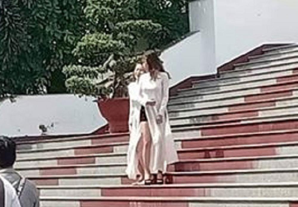 Mặc áo dài với quần đùi, hai cô gái bị chỉ trích mạnh mẽ-2