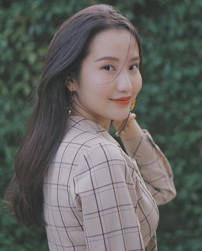 Hơn 1 năm công khai yêu thiếu gia Phan Thành, Xuân Thảo ít up ảnh bên người yêu nhưng phong cách thời trang ngày càng chất-9