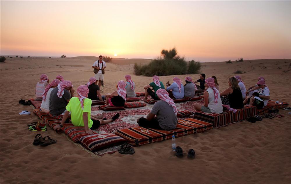Cưỡi lạc đà băng qua sa mạc mừng năm mới-3