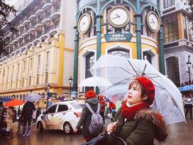 Bất chấp mưa lạnh, giới trẻ vẫn liên tục khoe ảnh ở Sa Pa