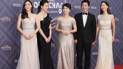 Thảm đỏ 'MBC Drama Awards 2018': Seohyun khoe sắc cùng 'ác nữ' Lee Yoo Ri, Moon Ga Young