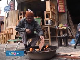 Người Hà Nội đốt lửa sưởi ấm trong ngày làm việc cuối năm