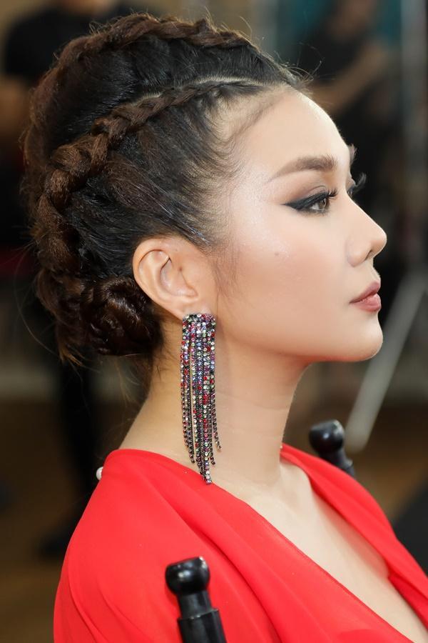 Thanh Hằng được chăm chút như nữ hoàng trước giờ lên sàn đấu chung kết The Face 2018-4