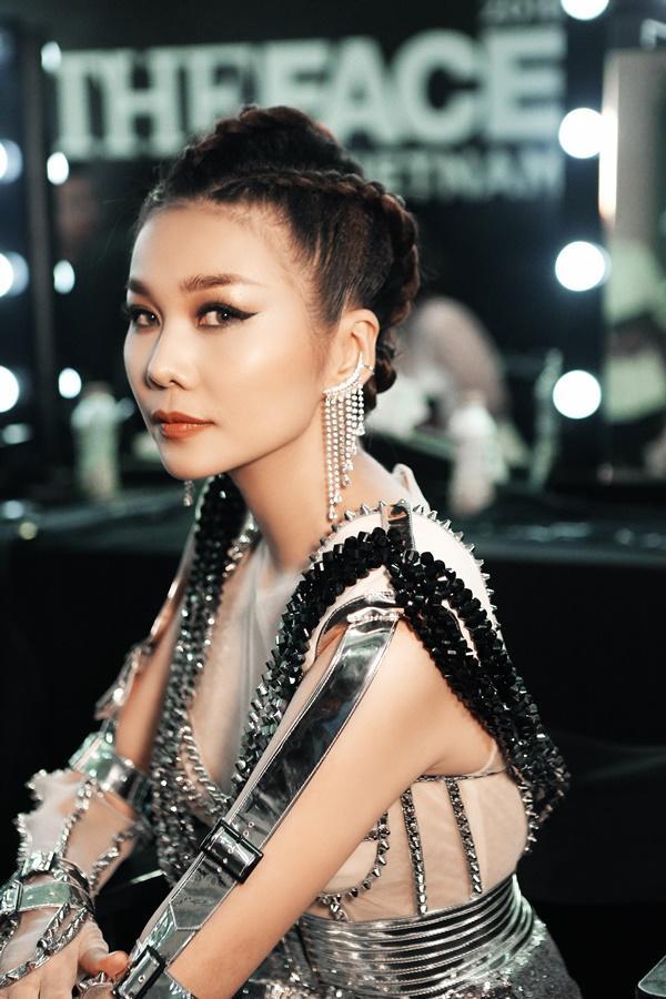 Thanh Hằng được chăm chút như nữ hoàng trước giờ lên sàn đấu chung kết The Face 2018-8