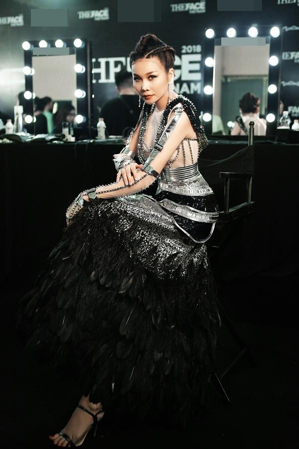 Thanh Hằng được chăm chút như nữ hoàng trước giờ lên sàn đấu chung kết The Face 2018-6