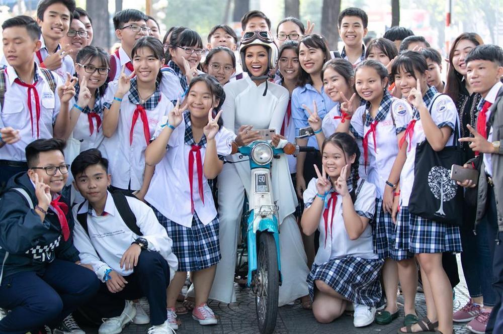 Khoe tổ ấm đẹp như mơ, hoa hậu Đặng Thu Thảo háo hức khi ái nữ được đón năm mới đầu tiên trong đời-5